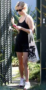 lols wedding band reese witherspoon shows wedding ring for the time