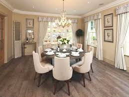 small dining room ideas with simple white flower arrangements and