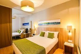 hotel lyon chambre 4 personnes quality suites lyon 7 lodge lyon hotels com