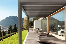 comment fermer une pergola installer une pergola bioclimatique sur sa terrasse dans