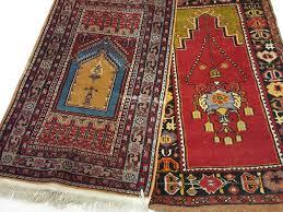 venditore di tappeti stupendo set di tappeti antichi da preghiera turchi provenienti