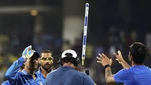 video ms dhoni wins over virat kohli chennai fans
