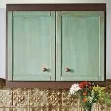 peinture d armoire de cuisine réaliser une patine à l ancienne sur des armoires de mélamine en