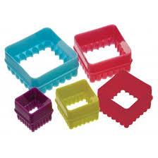 emporte pieces cuisine ustensiles de cuisines colorés couteaux de couleur spatules et