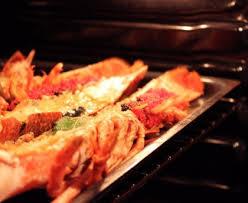 cuisiner un homard homard breton rôti au four au beurre salé des frères jaguin la