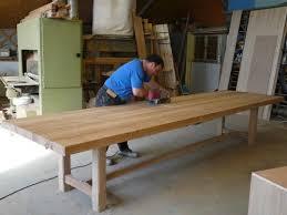fabriquer sa table de cuisine table de ferme en chene brun table de ferme mètre et pied de