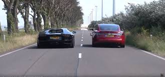 Lamborghini Aventador Engine Sound - poorly staged aventador vs model s drag race is saved by the