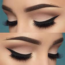 Make Up you can look extremely beautiful by wearing the right prom makeup