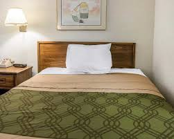 Red Roof Inn Maumee Ohio by Econo Lodge Airport Holland 2017 Room Prices Deals U0026 Reviews
