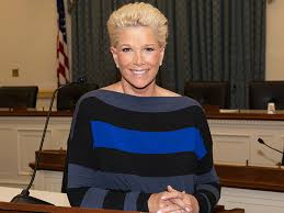 how to style hair like joan lunden see breast cancer survivor joan lunden s new no wig look this is