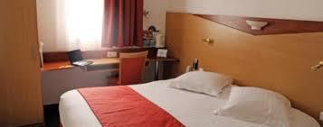 chambre ou les chambres de l hotel kyriad port