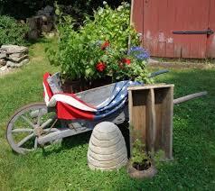 Bee Garden Decor 27 Best Wheelbarrows Images On Pinterest Outdoor Ideas Wooden