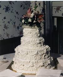 wedding cakes ideas four layer round traditional wedding cake