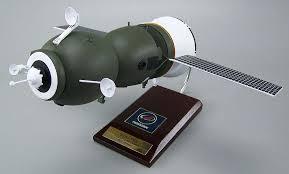 soyuz tma russian capsule model 1 24