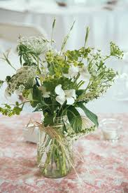 floral centerpieces on a budget best 25 inexpensive wedding flowers ideas on pinterest
