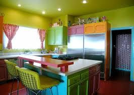 cuisine coloré vert et violet combinaison de couleurs tendance pour intérieur