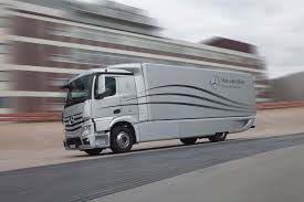 mercedes truck and mercedes to compete with tesla in electric semi truck segment