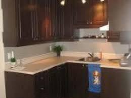 cuisine armoire brune couleur cuisine avec armoire brune par photosdecoration