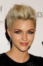 coupe femme cheveux courts coupe courte femme 2015 selon l âge 20 idées par les
