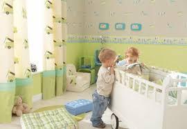 jungen babyzimmer beige kinderzimmer beige rot sterne teppich kinderzimmer teppich für