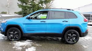 jeep renegade trailhawk blue 2017 jeep cherokee trailhawk vs 2017 jeep cherokee altitude blue
