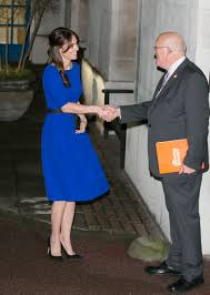 kate middleton wore a blue dress by indian designer saloni to give