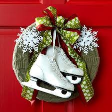 eye catching decorating christmas wreaths ideas decorating