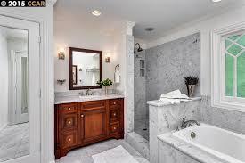 traditional master bathroom with specialty door crown molding in