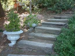 garten treppe gartentreppe holz balance und harmonie in den garten einführen
