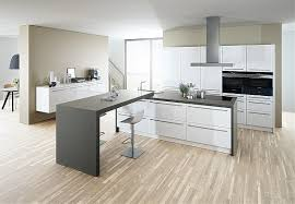 kche wei mit holzarbeitsplatte küchen entdecken mömax kuche holz design eiche folie buche