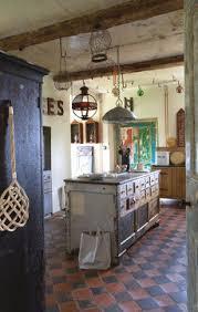 cuisine maison ancienne décoration cuisine ma cuisine aux airs de brocante côté maison