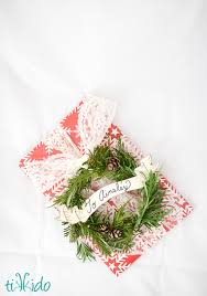miniature wreath diy for wrapping presents and free