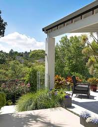pergola balkon ideen balkon gestaltung ziergraser pergola überdachung terrasse modern