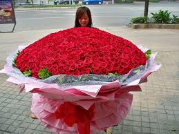 big bouquet of roses guess how many roses from chengdu flowers shop center