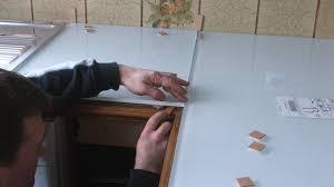 recouvrir plan de travail cuisine rhabiller sa cuisine en plaques de verre
