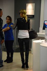 paris hilton shopping at the apple store 03 gotceleb