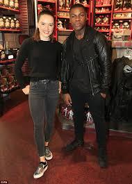 black friday disney store daisy ridley john boyega surprise star wars fans at disney store
