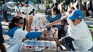 volunteer at big sunday s thanksgiving event nbc