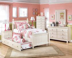 bedroom design simple furniture and cute decoration for kids