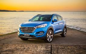 hyundai tucson 2016 brown comparison hyundai tucson gls 2016 vs jeep renegade limited