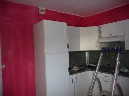 mur cuisine framboise cuisine blanche mur framboise deco cuisine framboise quelle