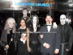 Addams Family Halloween Costume Ideas Men Family Takes Halloween Awesome Family Costume
