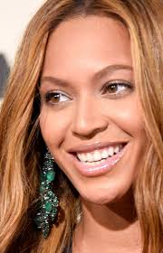 beyonce earrings check out beyonce s gorgeous chandelier emerald earrings