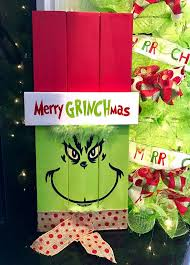Christmas Decorations Outdoor Ideas - best 25 grinch christmas ideas on pinterest grinch christmas