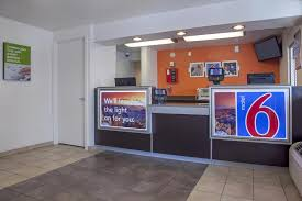 Motel 6 We Ll Leave The Light On For You Motel 6 Phoenix North Ave Az Booking Com