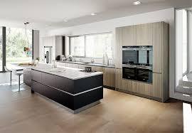 arbeitsplatte k che g nstig weiße küche mit weißer arbeitsplatte kuche impuls dunstabzug