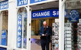 bureau de change londres pas cher les questions à se poser avant de payer à l étranger le parisien
