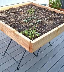 gem se pflanzen balkon kleines tisch hochbeet bauen perfekt für balkon und terrasse