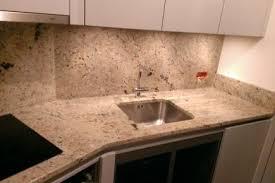 cuisine avec plan de travail en granit plan de travail granit pour votre cuisine et salle de bain