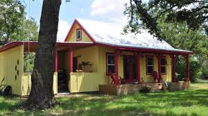 great small house designs country living in a 16 26 kanga cabin great small house design